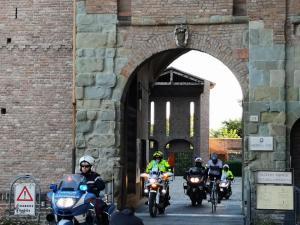 Entrata a Piacenza con la scorta