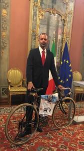 Cristicchi con bici storica
